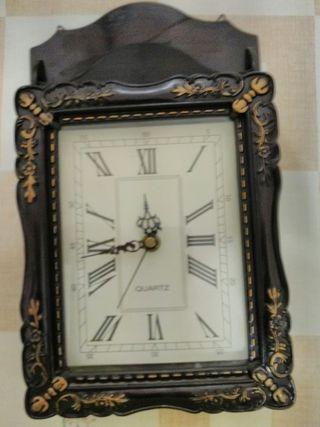 Reloj con cuelga llaves