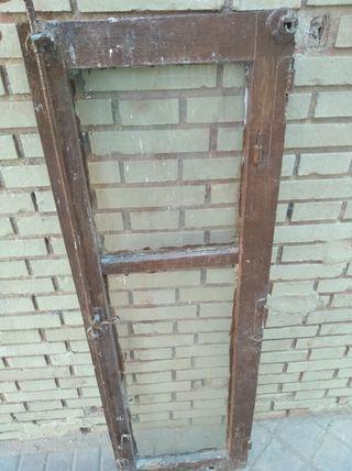 ventana Antigua madera maciza y herraje forja