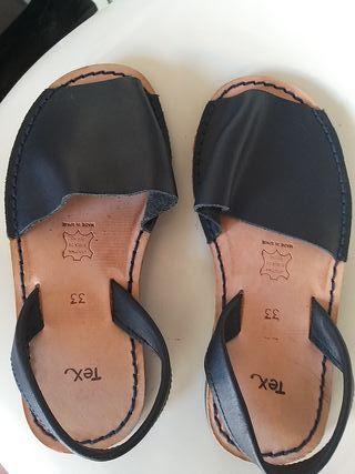 sandalias cuero negras