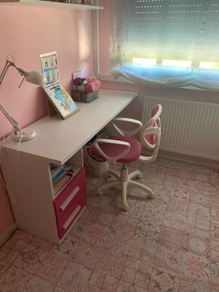 Mesa escritorio con silla niña