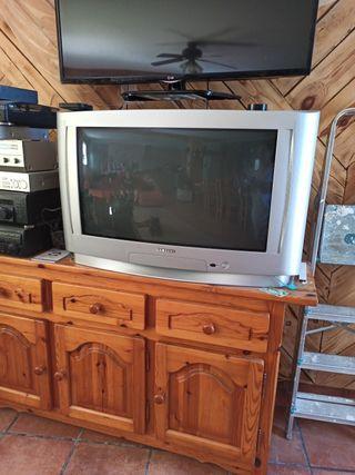 regalo televisión grande es de las viejas con fodo