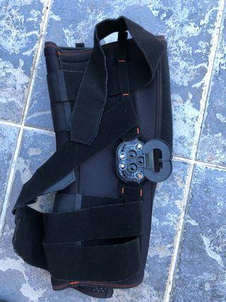 Rodillera post-operación ligamentos