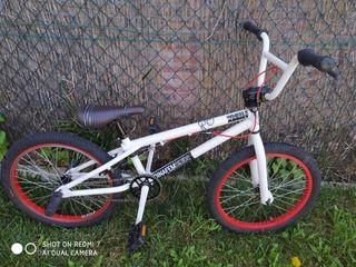 Bicicleta BMX GT Slammer impecable