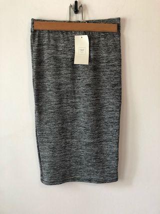Falda gris elástica