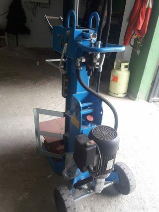 Máquina para cortar leña