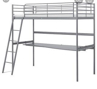 Cama alta con escritorio Svarta ikea