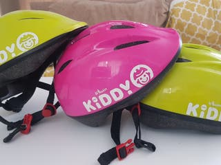 pack de 3 cascos (2 verdes y 1 rosa)