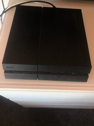 PlayStation 4 1000gb con un mando