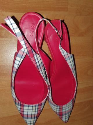 sandalias con pequeño tacón nuevas