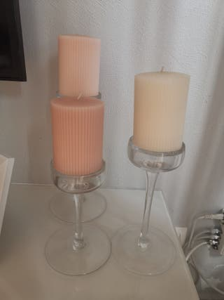 tres velas con soporta velas de cristal
