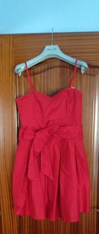 Vestido corto de fiesta de color rojo