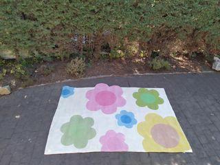 alfombra infantil de flores