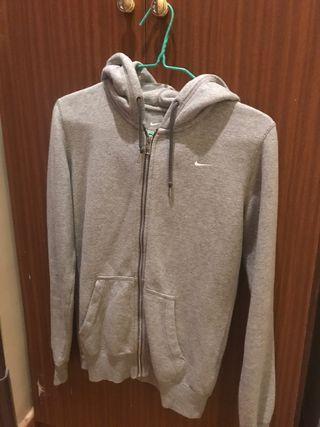 Sudadera Nike con cremallera y capucha gris