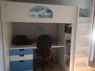 Litera con cama, escritorio y armario