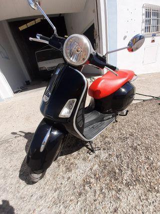 Moto scooter Vespa 250 gts. Año 2008. 24180 kmts.