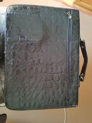 maletin felixible piel de cocodrilo
