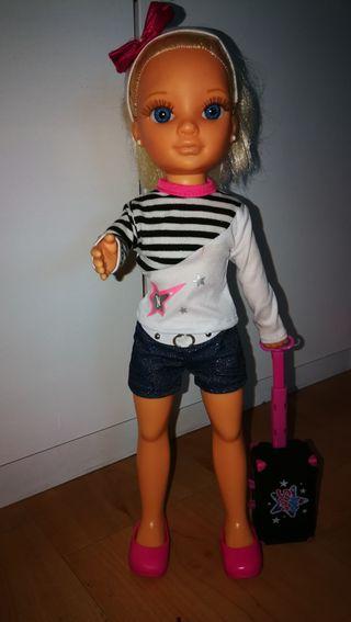 Muñeca Nancy con tocador