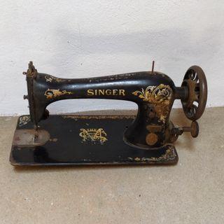Maquina coser SINGER.