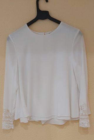 Blusa raso/seda blanca con bordados en mangas