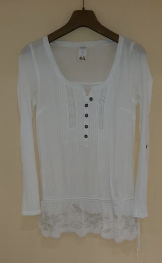 Blusa blanca estilo ibicenca