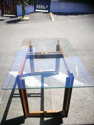 mesa de madera de teka y sobre de cristal