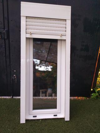 Ventana aluminio blanco con persiana