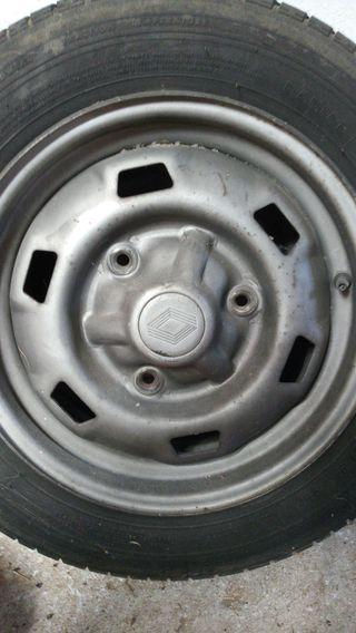 Dos Llantas, ruedas Renault.