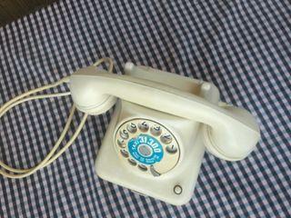 Antiguo teléfono retro de Alemania