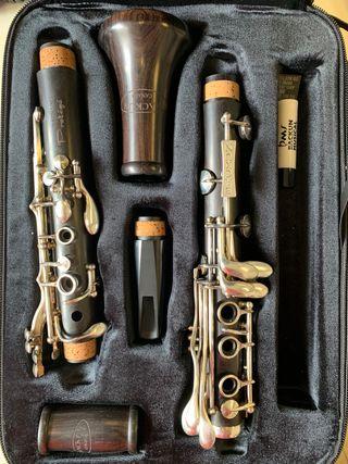 Clarinete Backun protege 18 llaves plateadas