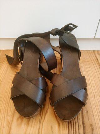 Sandalias cuero marrón Hakei
