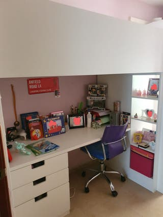 Habitación infantil con escritorio