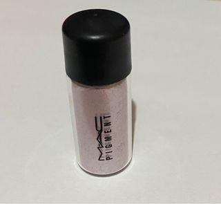 Pigmento Mac Cosmetics en el tono Kitchmas