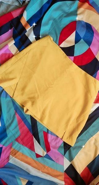 falda short amarilla