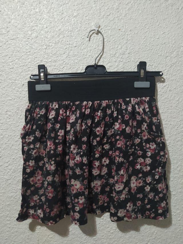 Falda corta de verano de flores.