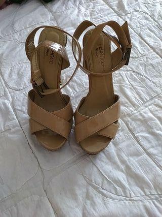 sandalia beige