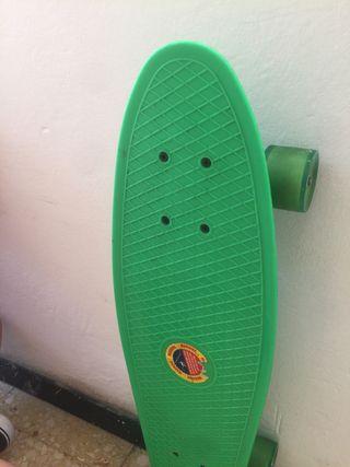 Pennyboard/ Monopatín/ Skate 65 centimetros