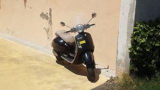 vespa gts 200 cm3 (necesario carnet de moto)