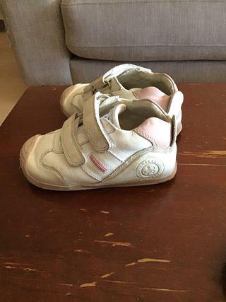 Zapatillas Biomecanics talla 23
