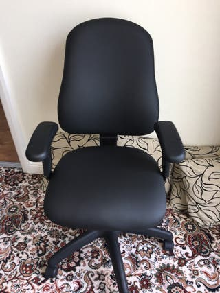 High quality black office chair pristine condition