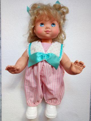 muñeca Bea anda y gatea coleccionista