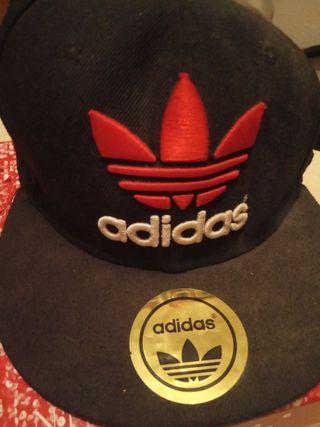 gorra marca Adidas