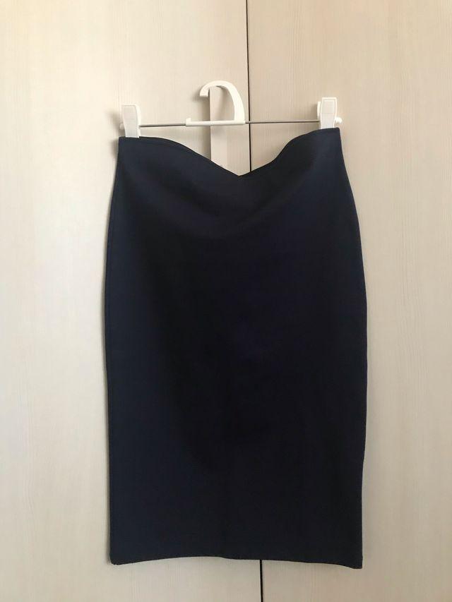 Falda tubo azul marino de Zara talla m
