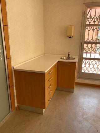 Muebles de madera con encimera y pica incluida