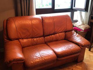 Se venden sofas 3 más 2.cuero