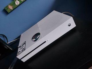 XBOX ONE 1 TB con mando y fifa 19 + bateria mando