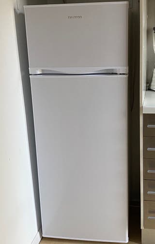 Nevera con congelador color blanco Infiniton A++