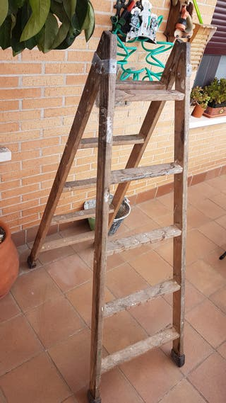 Escalera Antigua de tijera. Buen Estado.