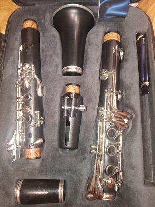clarinete buffet E11 y atril con su funda