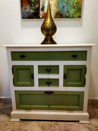 Aparador vintage blanco y verde