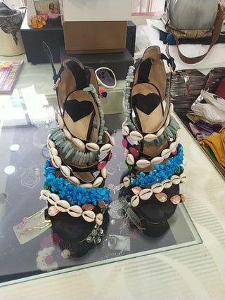 Zapatos en pedrería natural